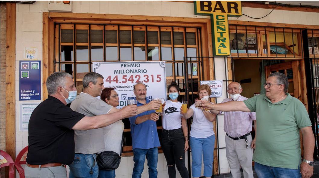 14 vecinos de un pueblo de Valladolid agraciados con El sorteo del Euromillones
