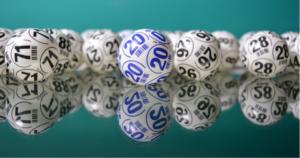¿Por qué algunos números se agotan volando en la Lotería de Navidad?